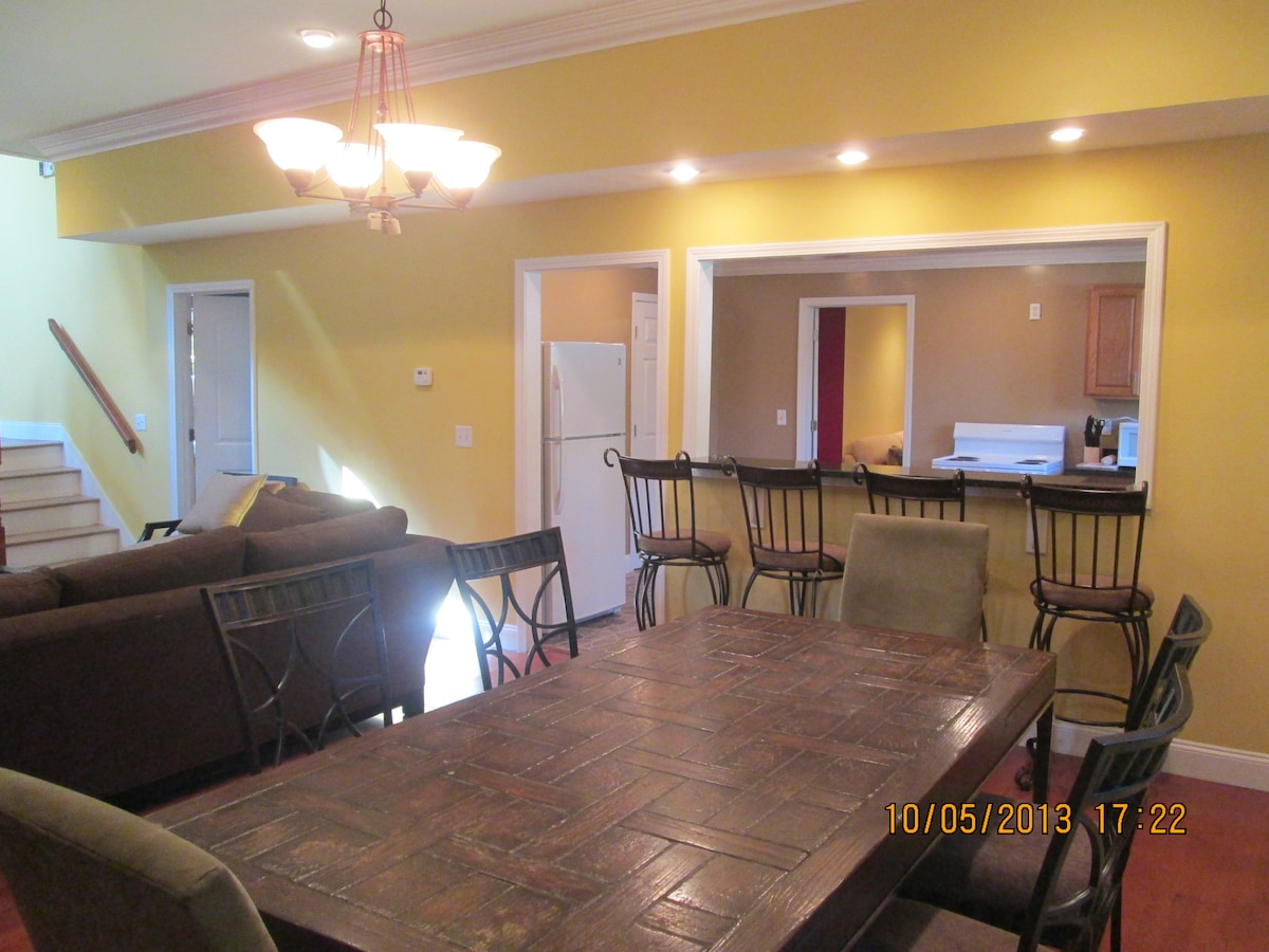 Dining room table has two leaves that will comfortably seat 10, in addition to 4 bar stools at the breakfast bar!