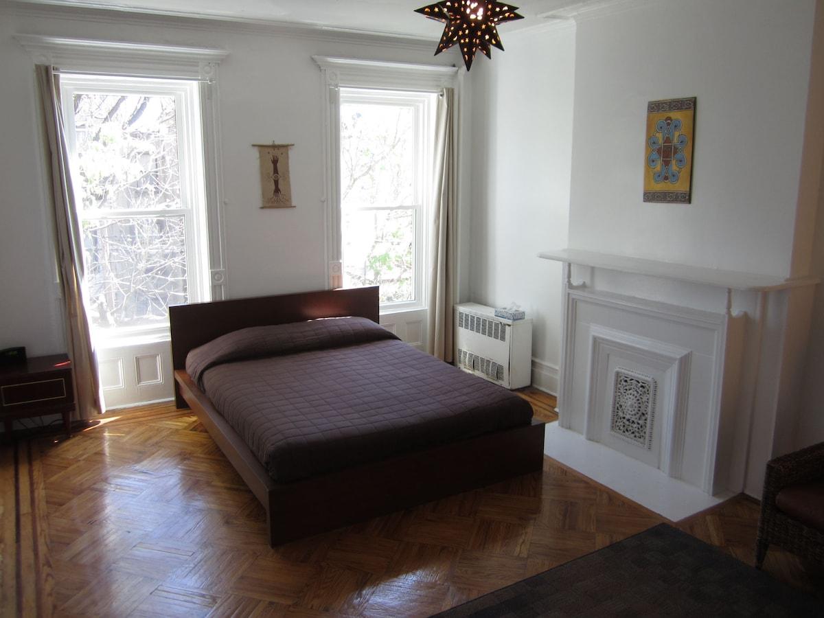 Master Bedroom: (1) queen-size bed (sleeps 2); A/C; original art; (2) windows overlooking Gardens...