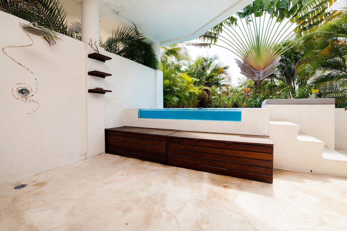 Private Pool,3 bed on 5th for 7!