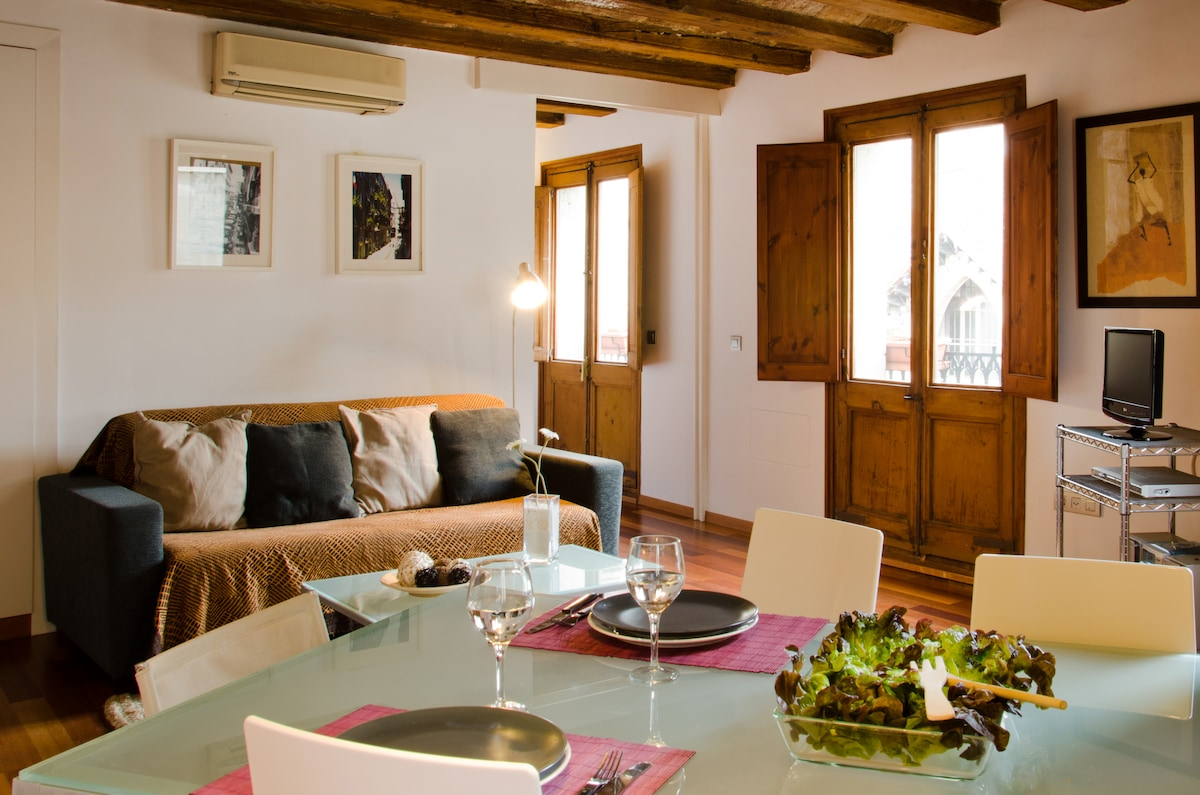 Elegant apartment in Gotico (B)