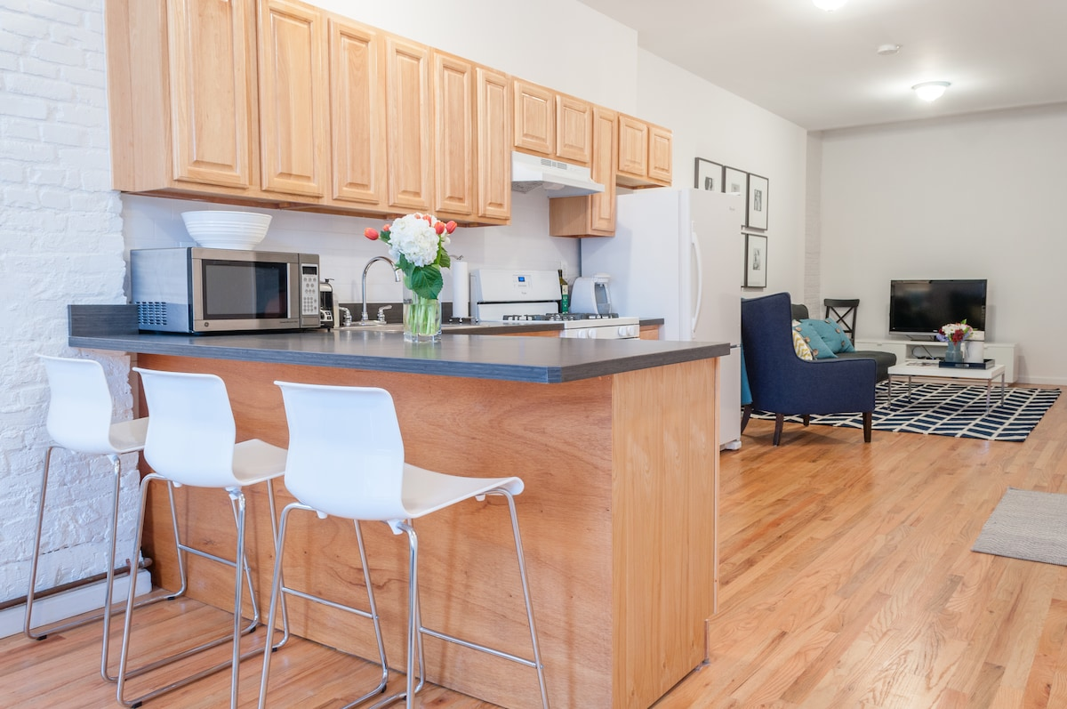 Spacious kitchen with all you need to cook (take-out menus also provided)