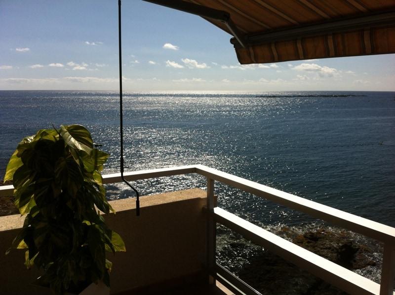 """Una casa que """"vuela"""" sobre el mar / A house that """"flies"""" over the sea"""
