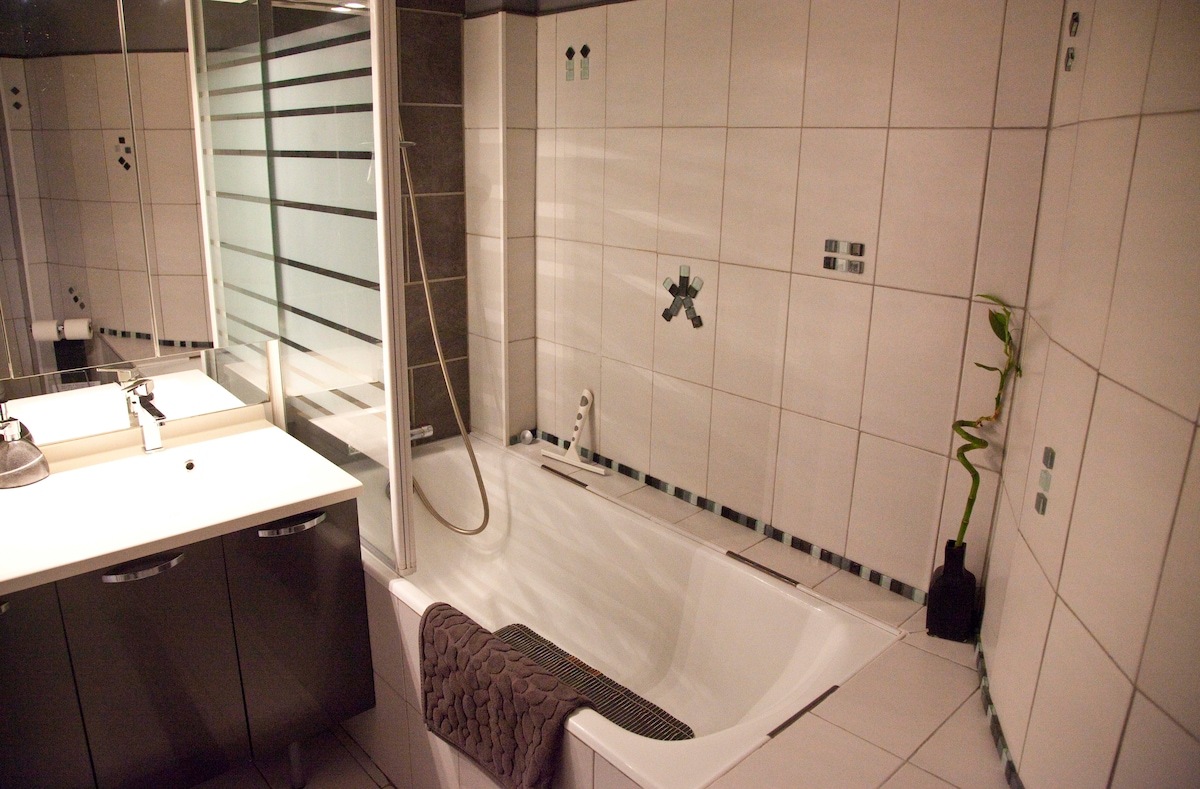 Main bathroom with double basin, toilet  and shower over bath