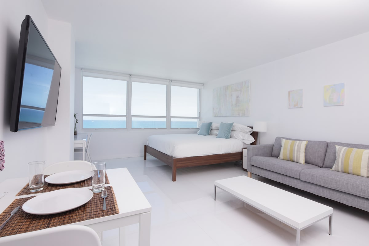 Clean bright and Fresh would be the best way to describe the apartment with 180 degree ocean views
