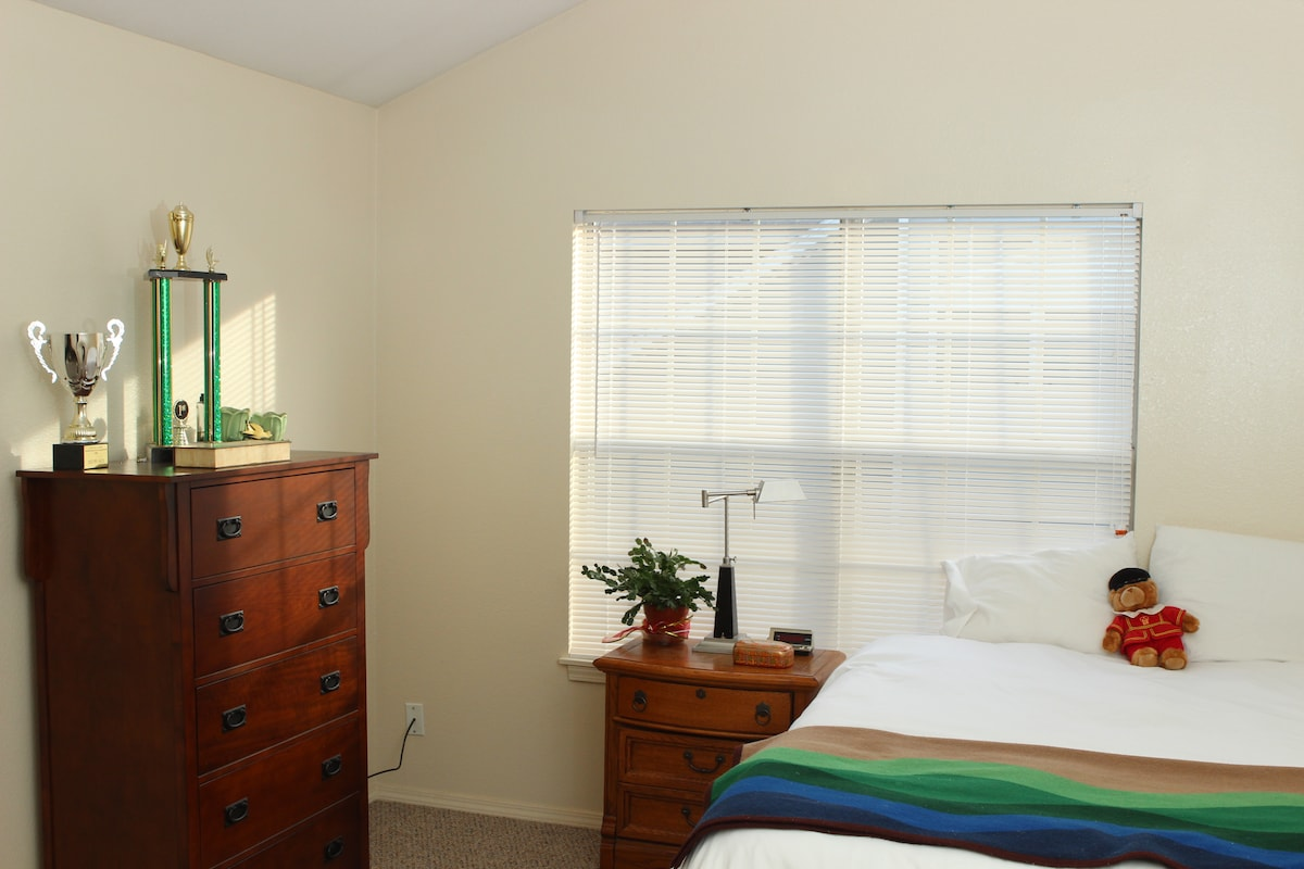 Clean, Private Room in Fayetteville