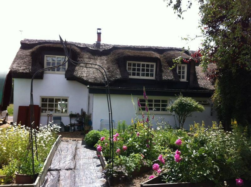 Grade 2 listed thatched Cottage