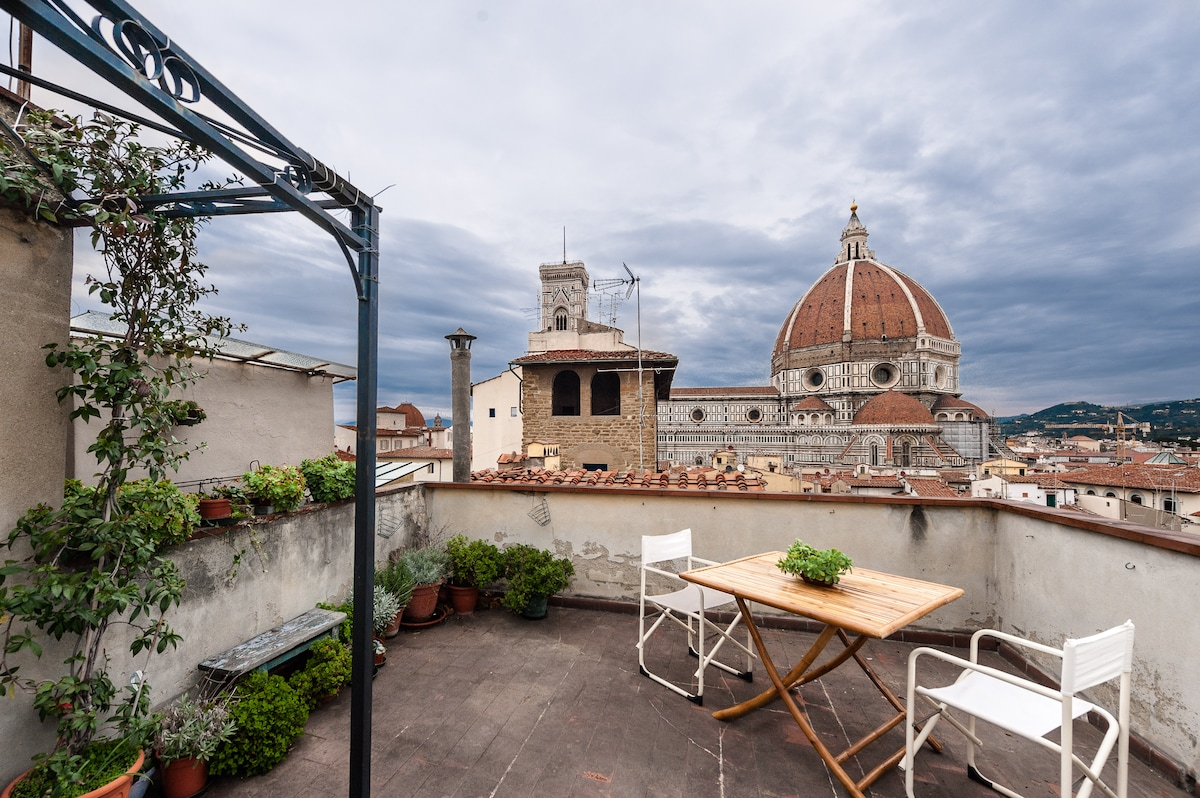 Breathtaking rooftop & art by Duomo