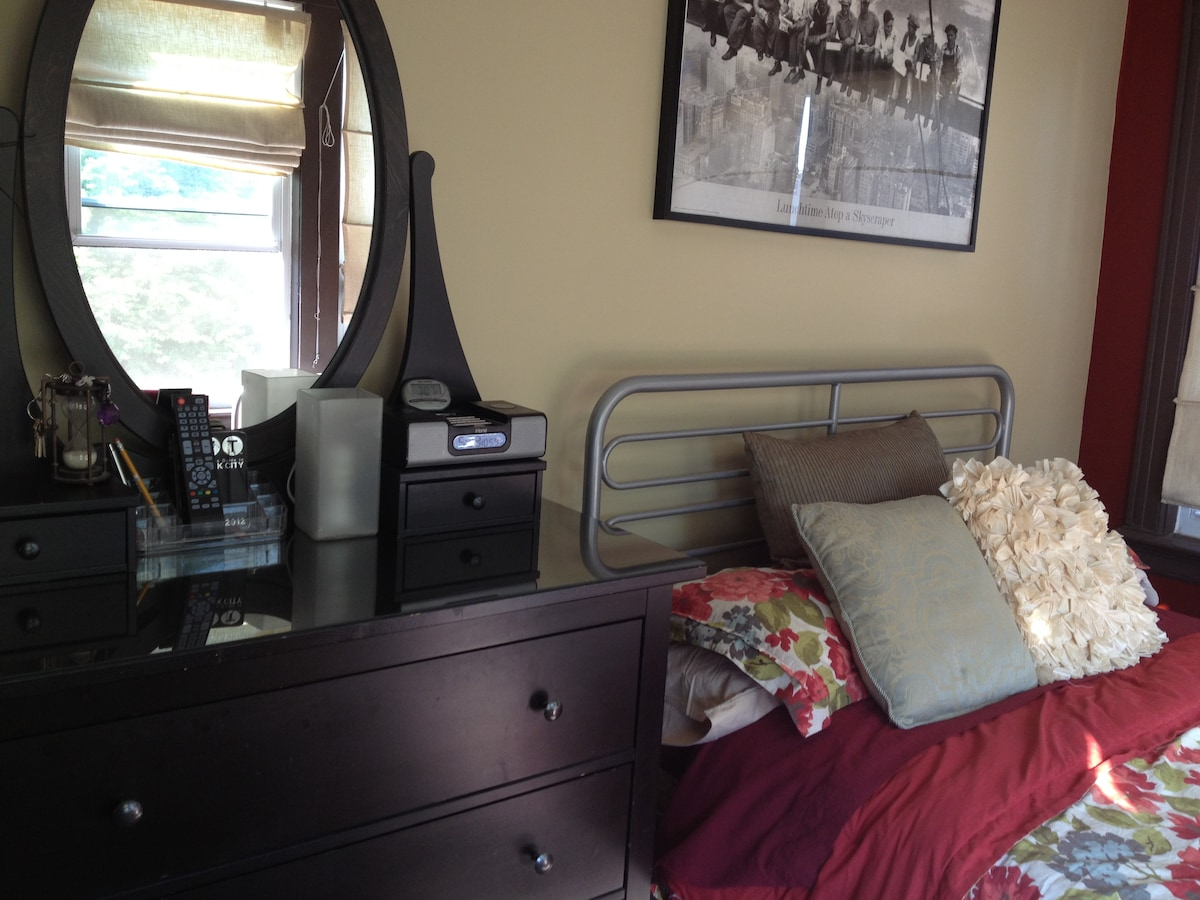 Full size bed, dresser, and a wardrobe.