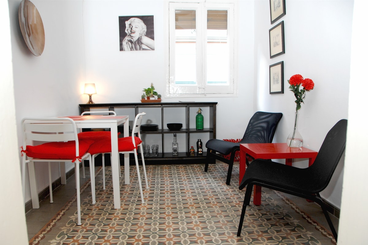 Room+private living room in Raval.