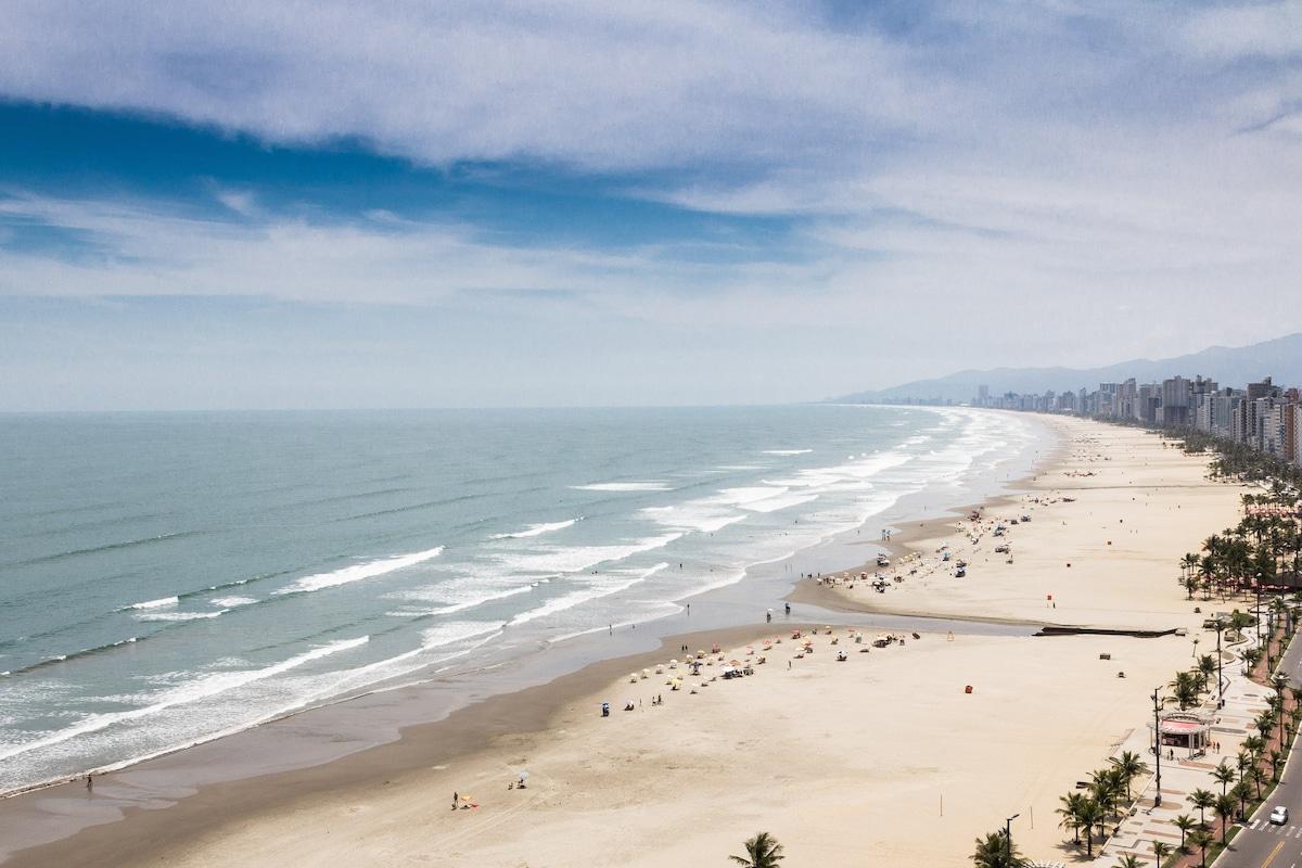 Vista do apartamento do lado direito da praia, de frente para o mar, no 16º andar.