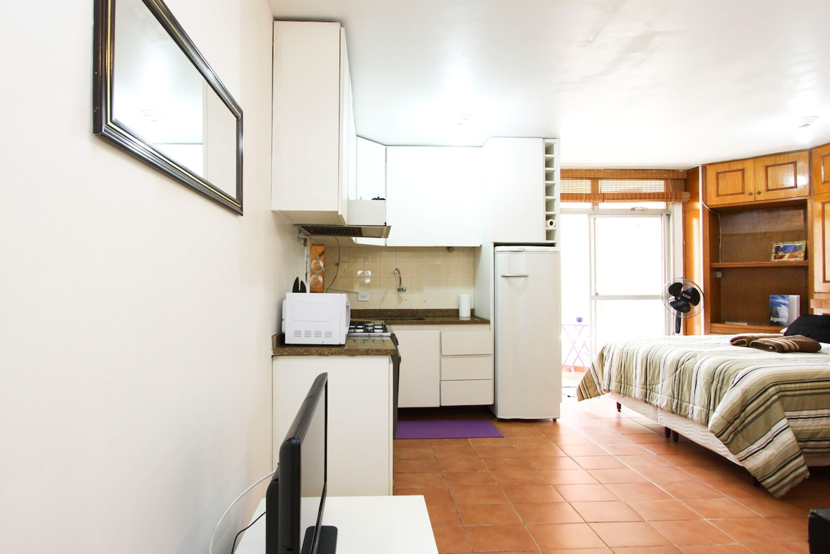 Studio Steps 2 Paulista w/ laundry!