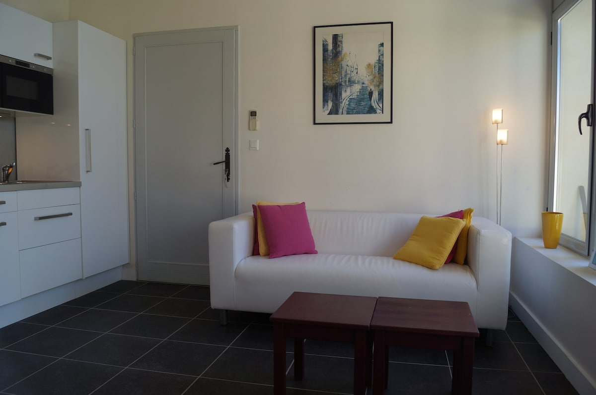 2 rooms with patio parking