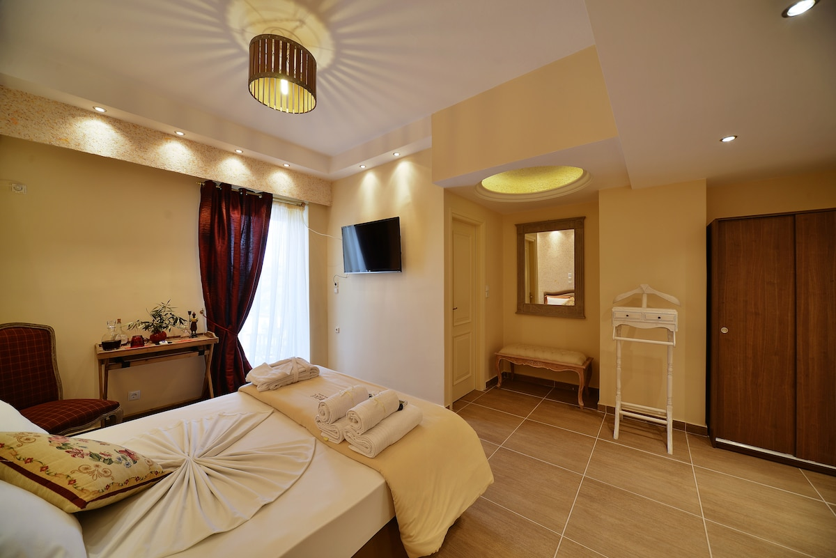 FAMILY ROOM IN ANIXI BOUTIQUE HOTEL