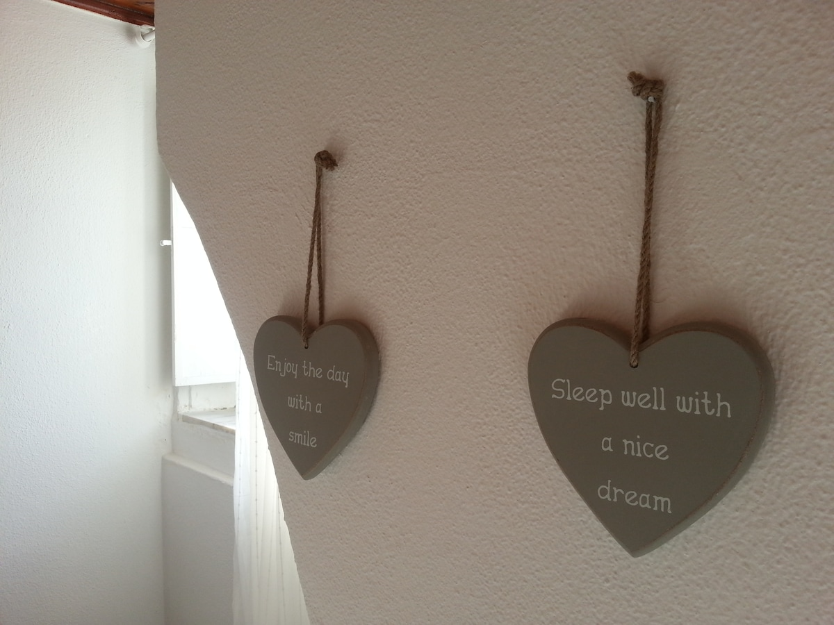 """Sleep well with a nice dream"" and ""Enjoy the day with a smile"""
