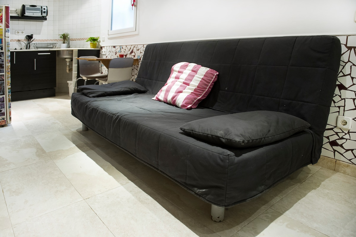 SOFA BED BEDDINGE FORM IKEA OPENS UP INTO A COMFORTABLE 1'50 DOUBLE BED