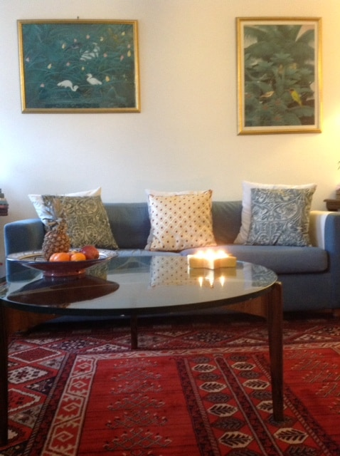 A quite relaxing drawing room to come to after visiting London's attractive places of interests.