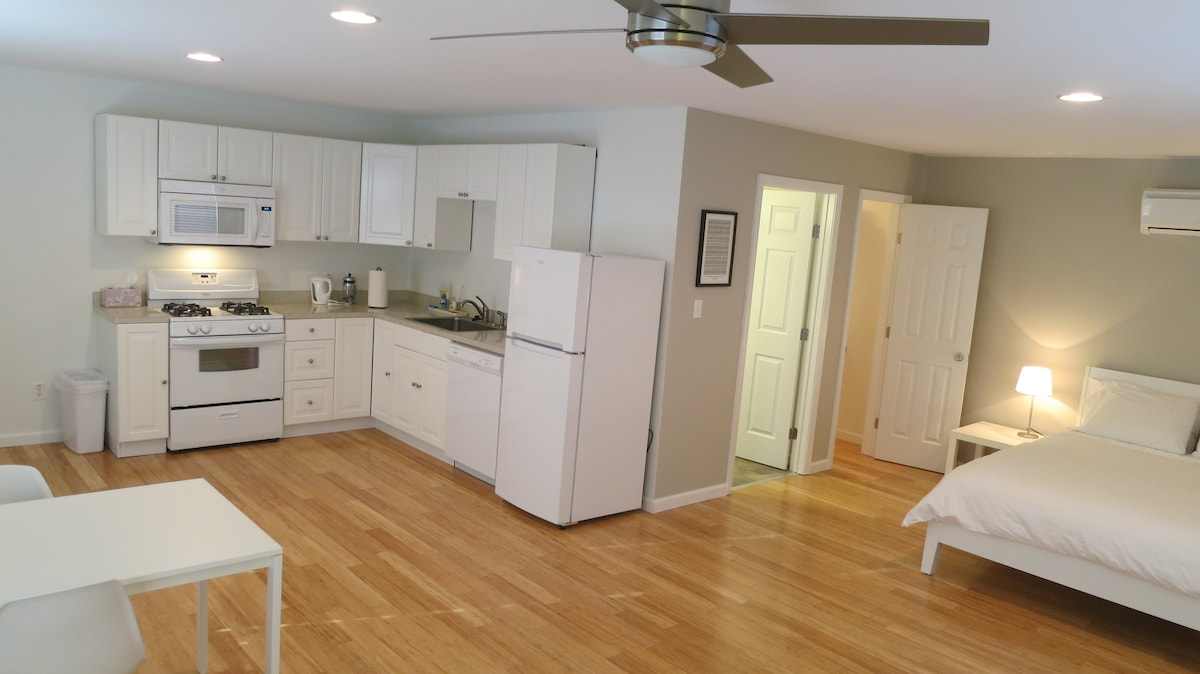 Full Kitchen for all your needs.   Lovely bamboo floors!