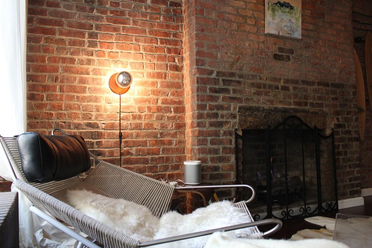 Private Room in Designer's NYC Apt