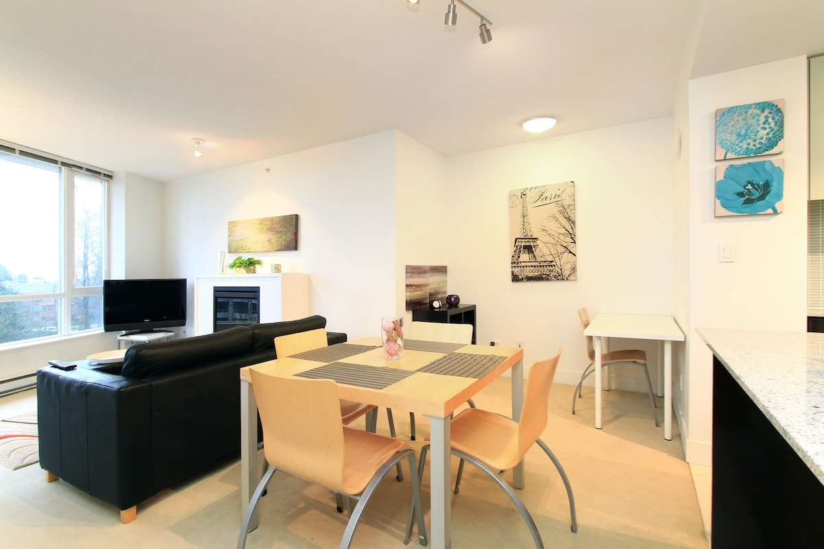 Dinning Area with large square table and 4 chairs Den with desk, chair, bookcase and Iphone/Ipod  speaker