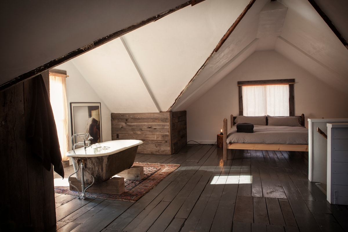 Whole Attic Above Table on Ten