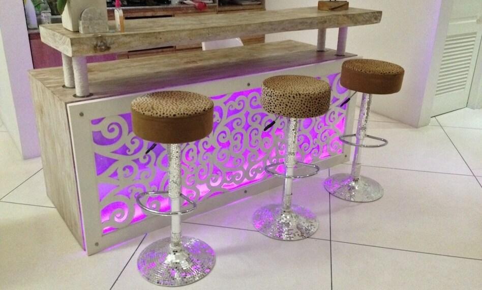 Барнная стойка / Bar counter with LED BRG colors