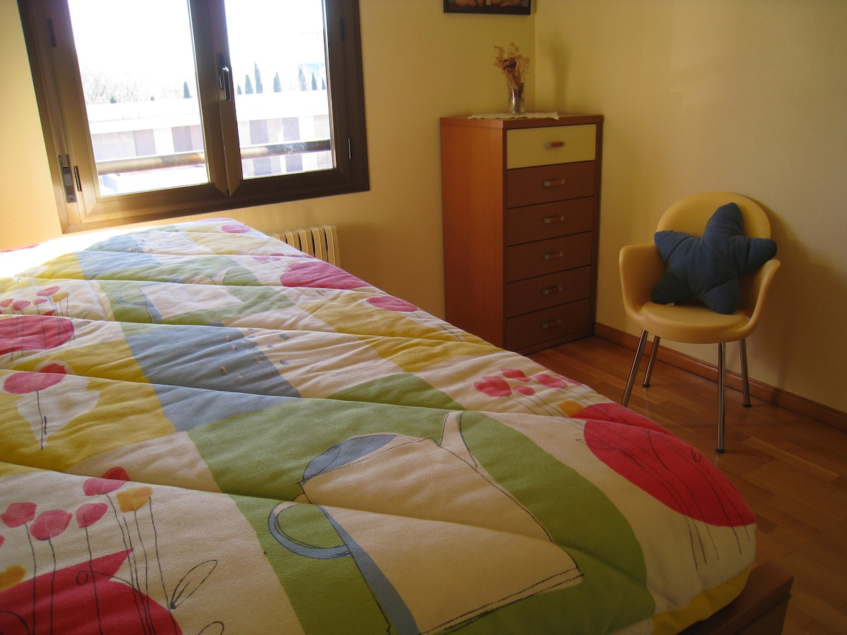 Room offered, 90 cm. each mattres, beds at different heights, with many sun.