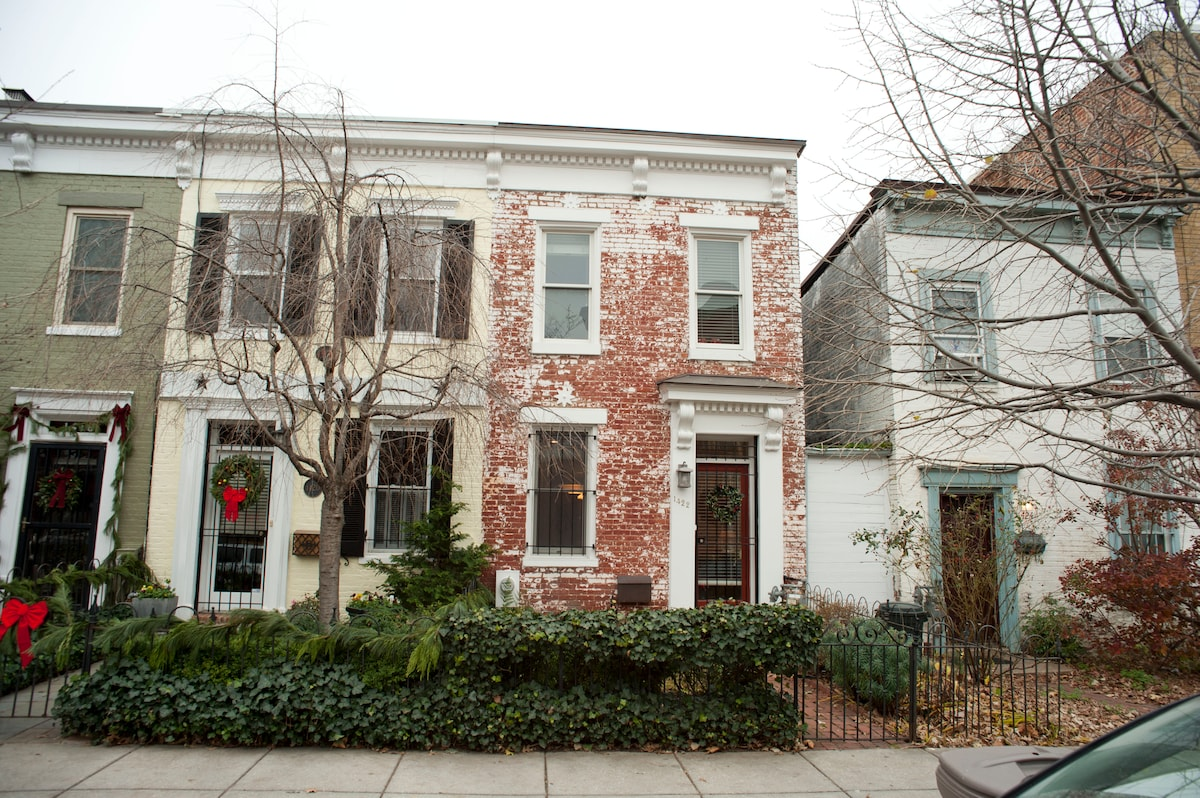 1422 10th Street, NW is the red-brick beauty in the middle