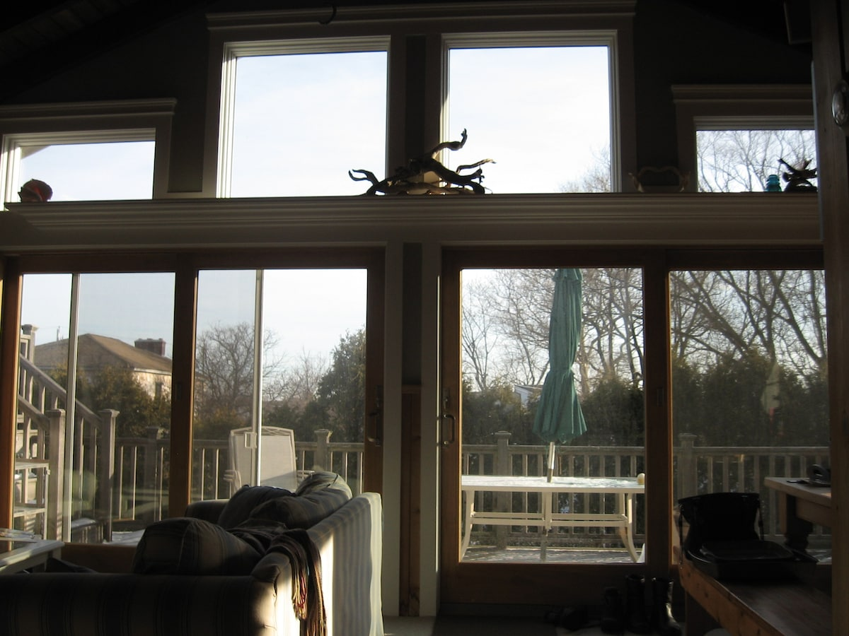 "Big beautiful windows with private backyard as promised! This is ""the acoustic sunrise room."" #WEHM"