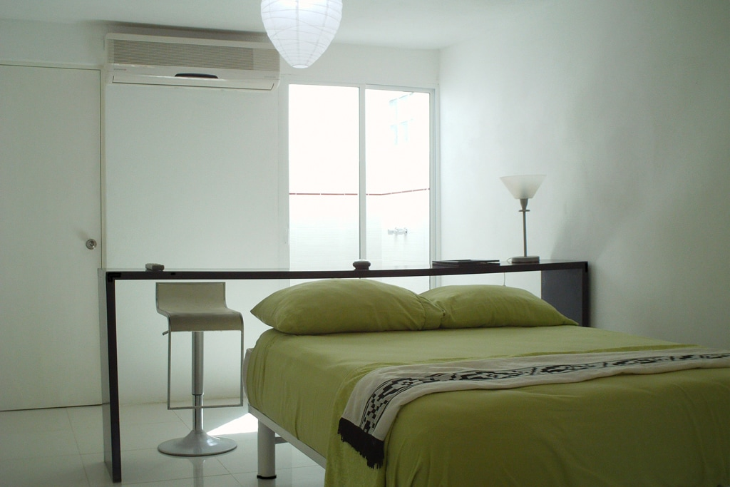 Queen size bed, Air conditioning / Cama tamaño Queen,  Aire acondicionado