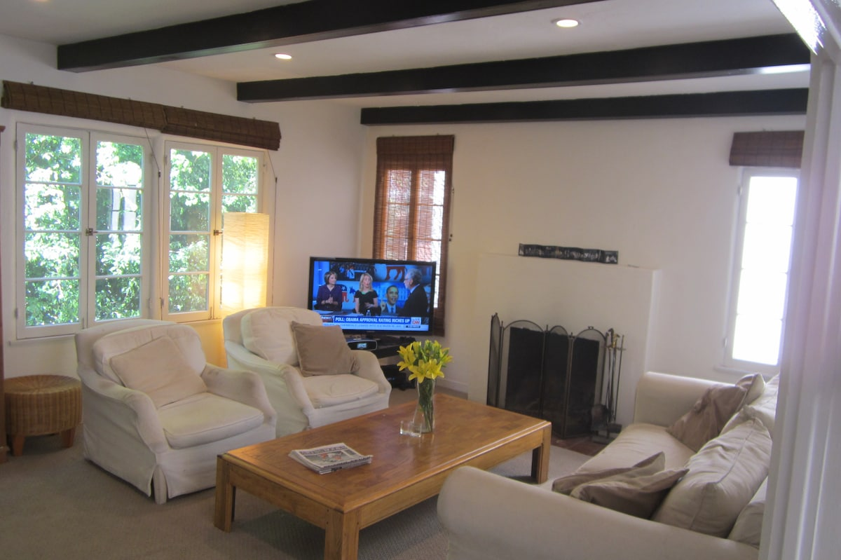 Lovely, large, bright Unit in Weho