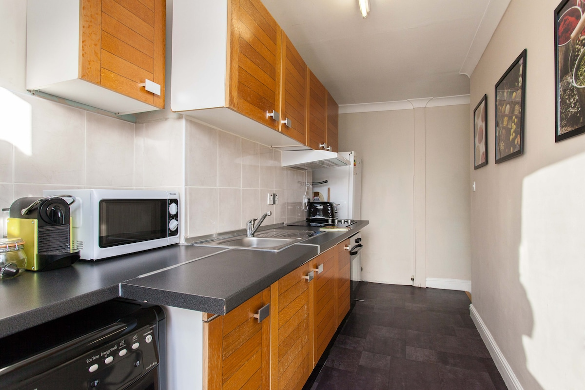 Cook at home! Fully functional kitchen w/ fridge-freezer, appliances & utensils