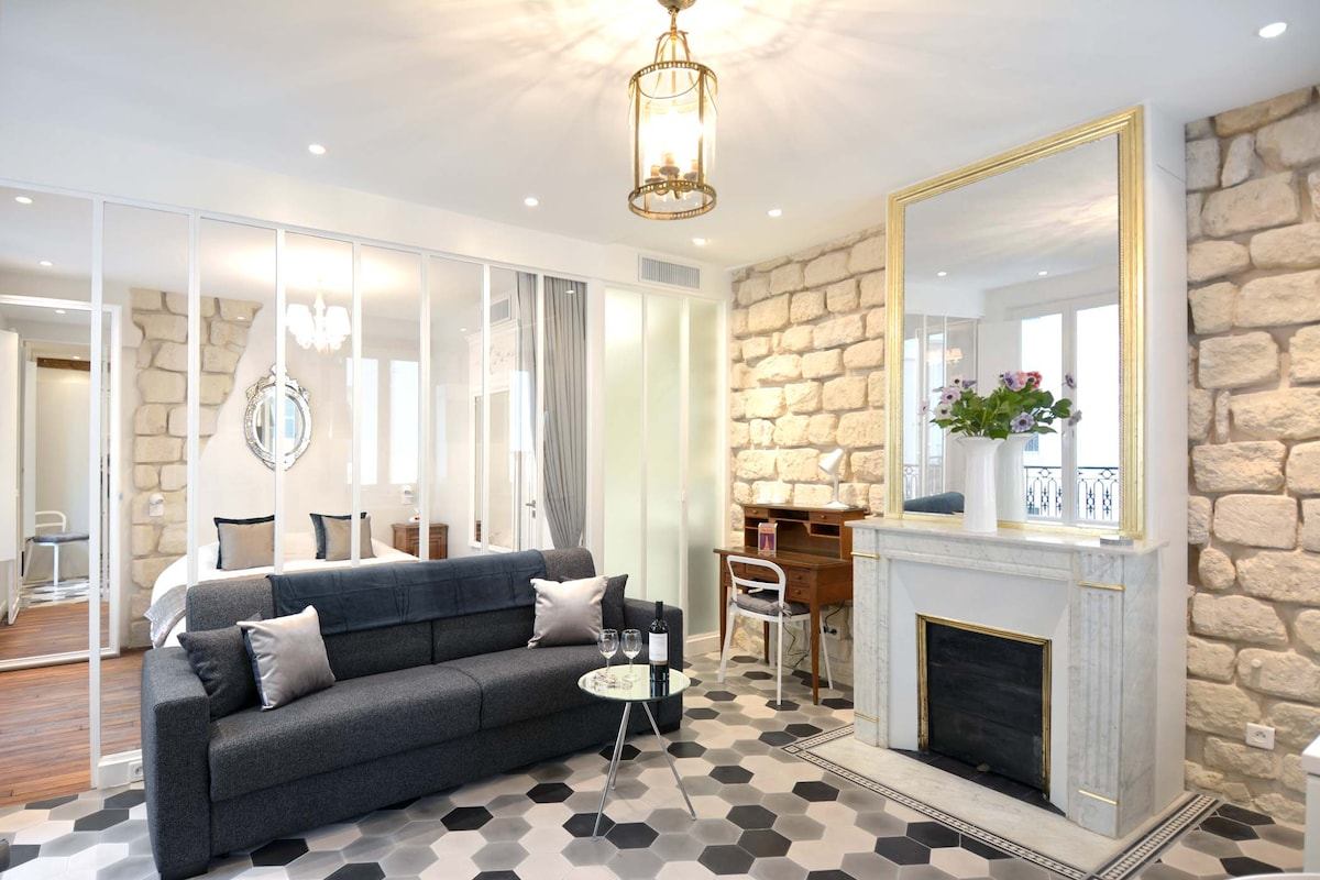The perfect balance of stylish antiques and high-tech modern conveniences make this apartment both authentically Parisian and incredibly comfortable.