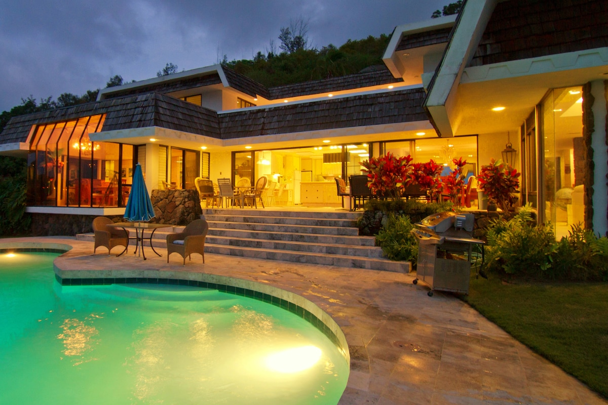 The Villa's pool & lanai