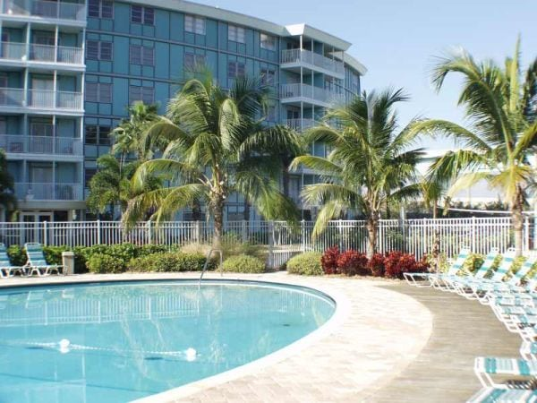 Attractive Condo, 4 mi. to beaches