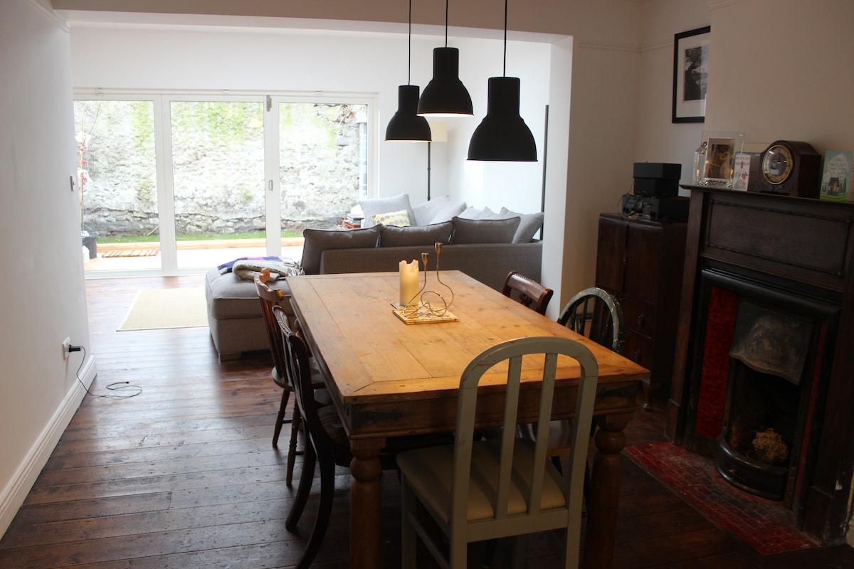 Kitchen table to enjoy your meals
