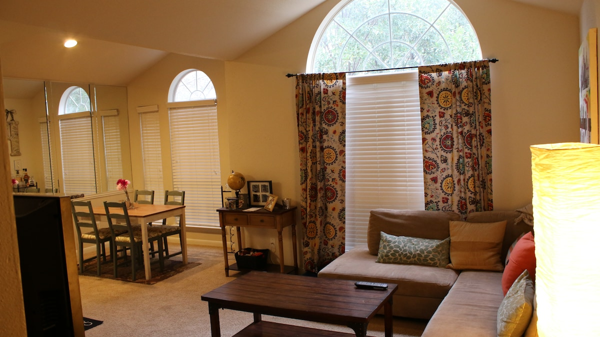 2bed/2bath *4 MILES* from Downtown!