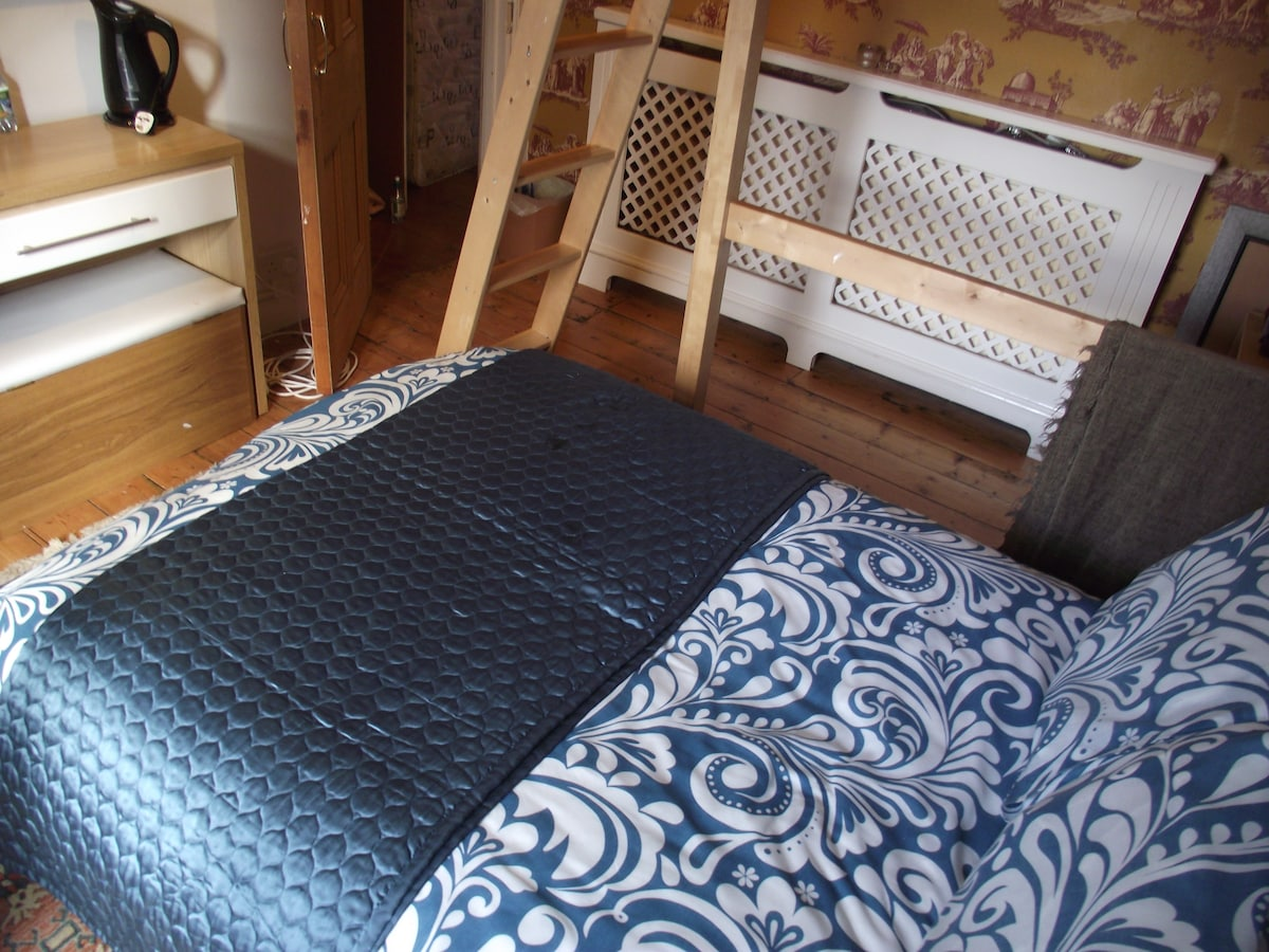 Double sofabed under the dbl loft bed, sleeps 4.