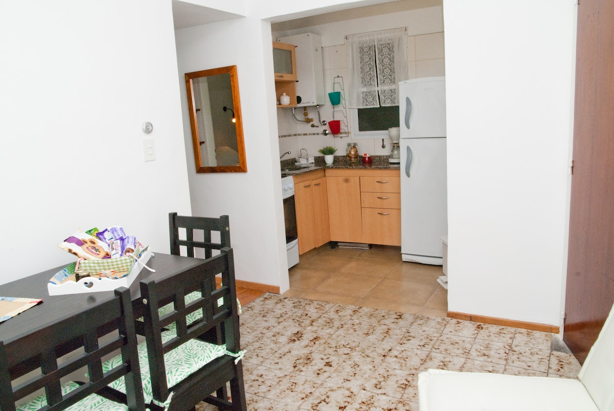sala de estar y cocina- Picture taken by Airbnb!