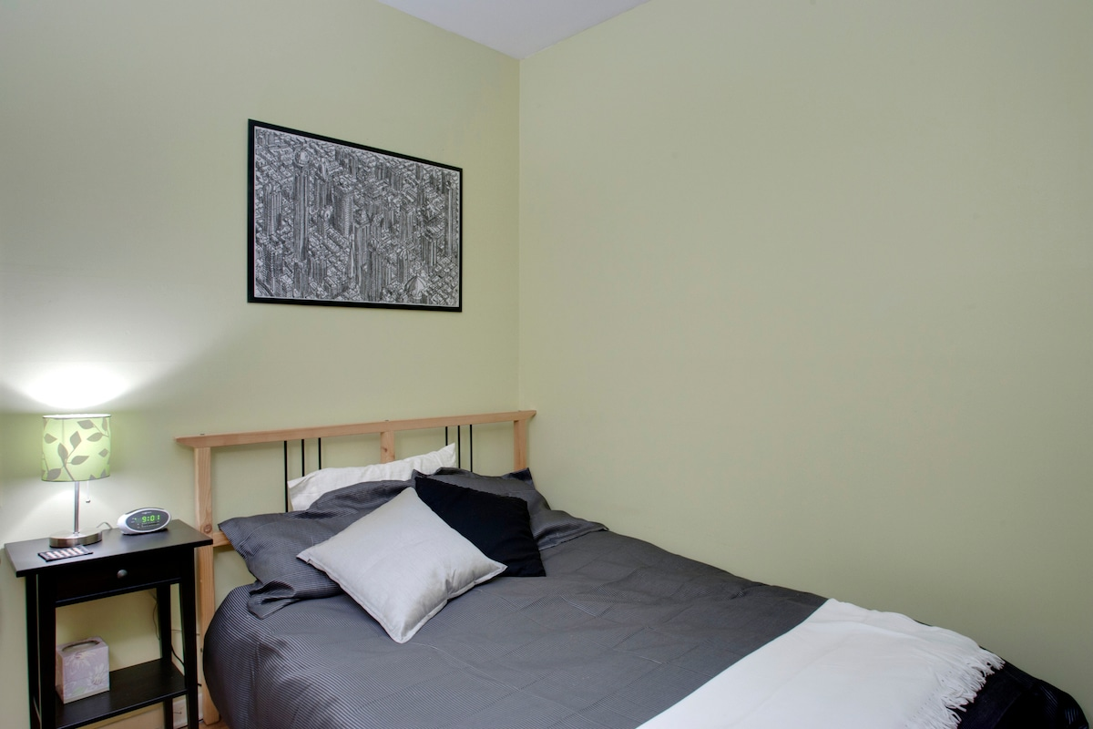 Guest room - ***UPDATE June 2013: New bed (mattress + box-spring)