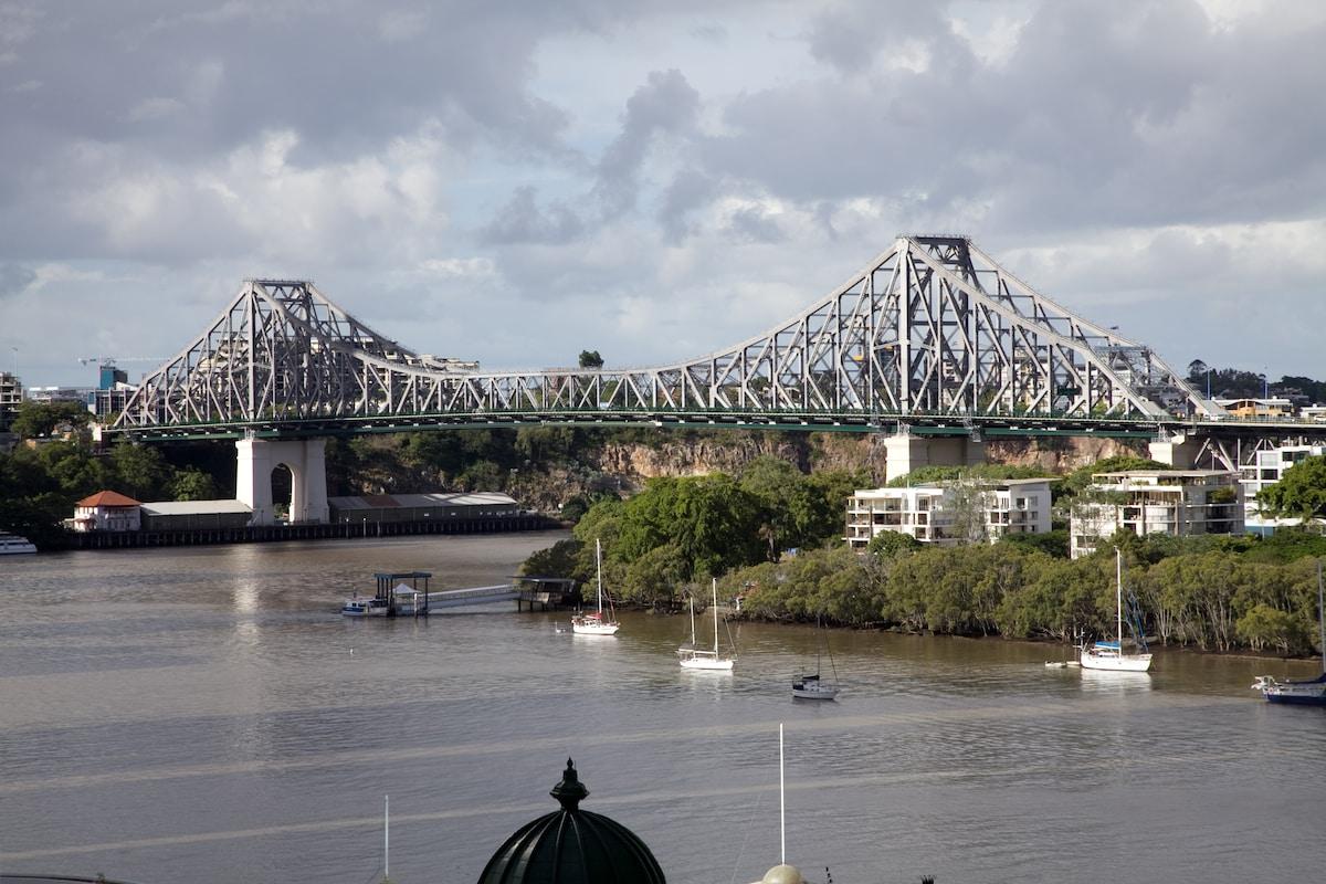 2 Bed CBD Overlooking Story Bridge
