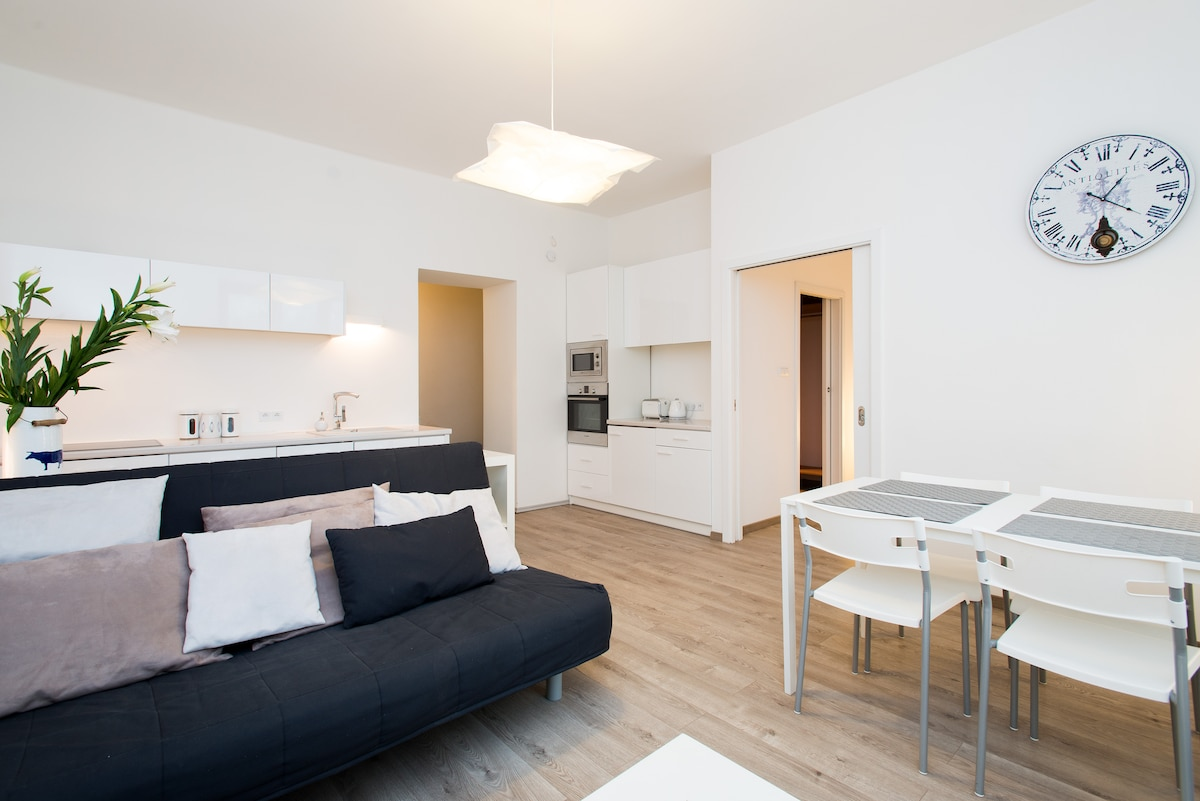Bright and airy, excellently located in Jewish quarter