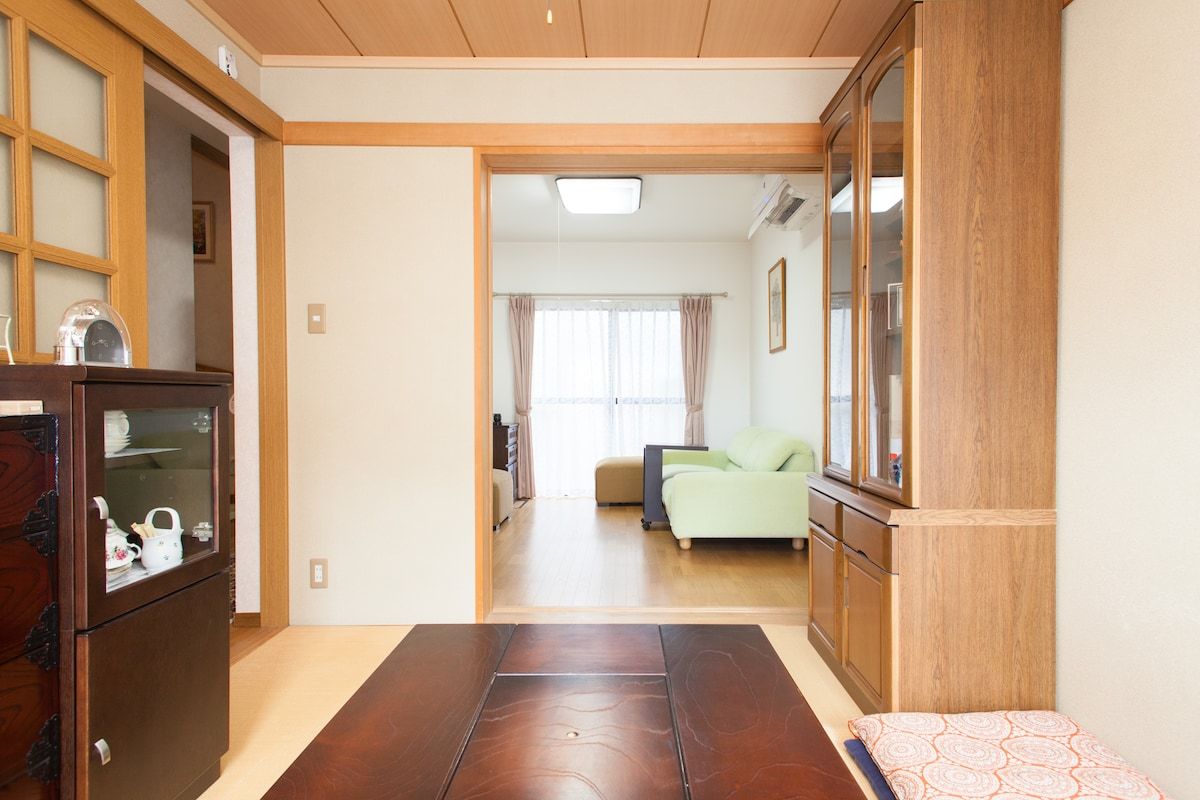 Connecting 2 rooms for your private use. Can separate with sliding door