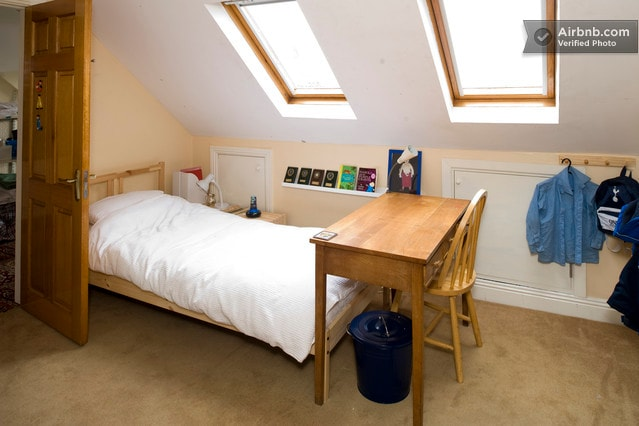 Twin Room €2.80 from airport!