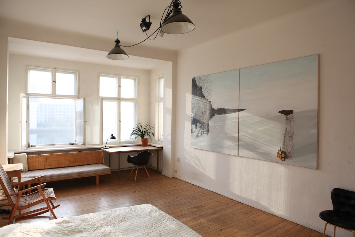 Bright room with view to Spree