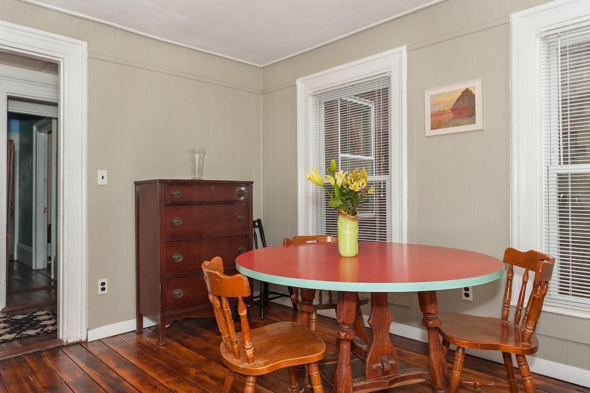 Spacious Victorian 2br+ apartment