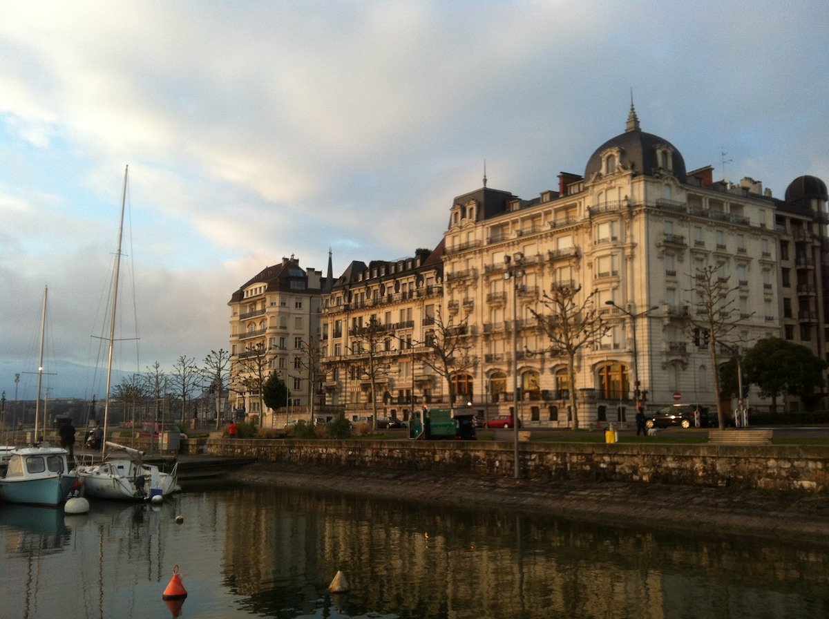Welcome to Geneva! Quai Wilson, 2 blocks from our place