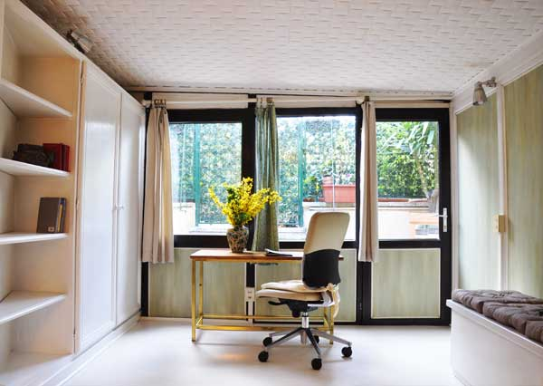 writing desk with the exit for the garden