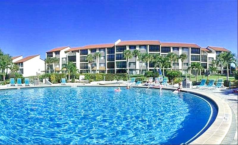 Take a swim in our huge heated pool. Our ocean front pool is heated so it is ideal to swim in year-round! Dive in! The water is fine.