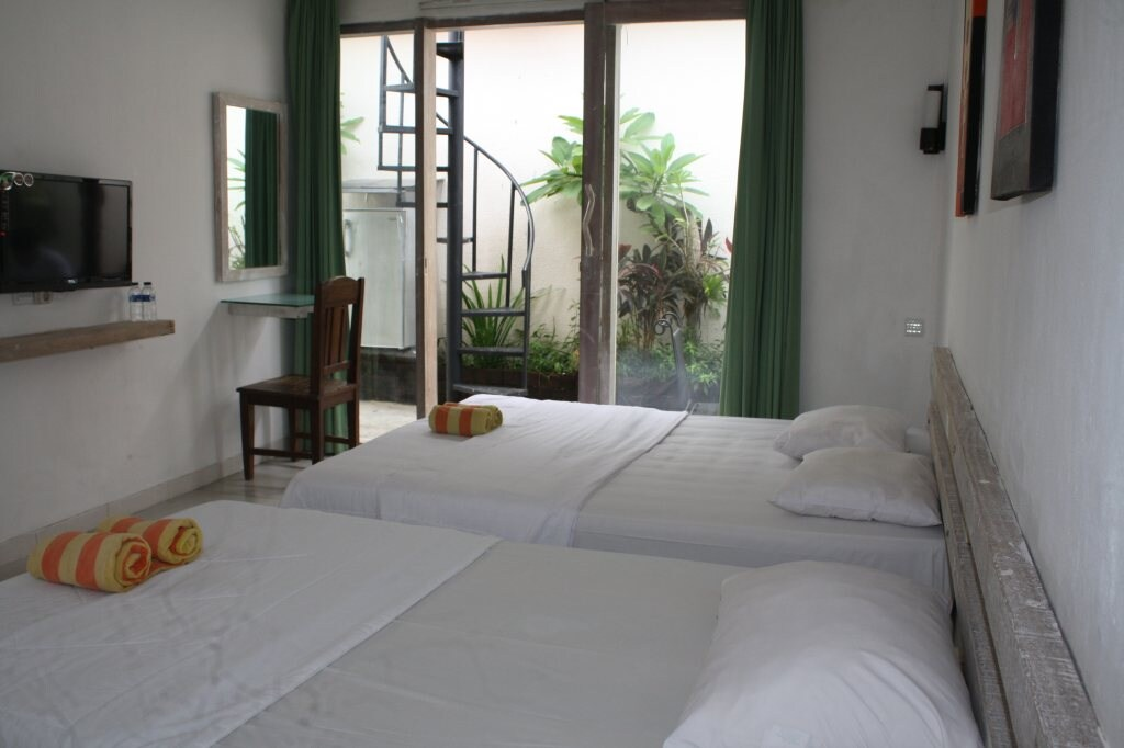 PREVATE ROOM DOUBLE AND SINGLE BED.