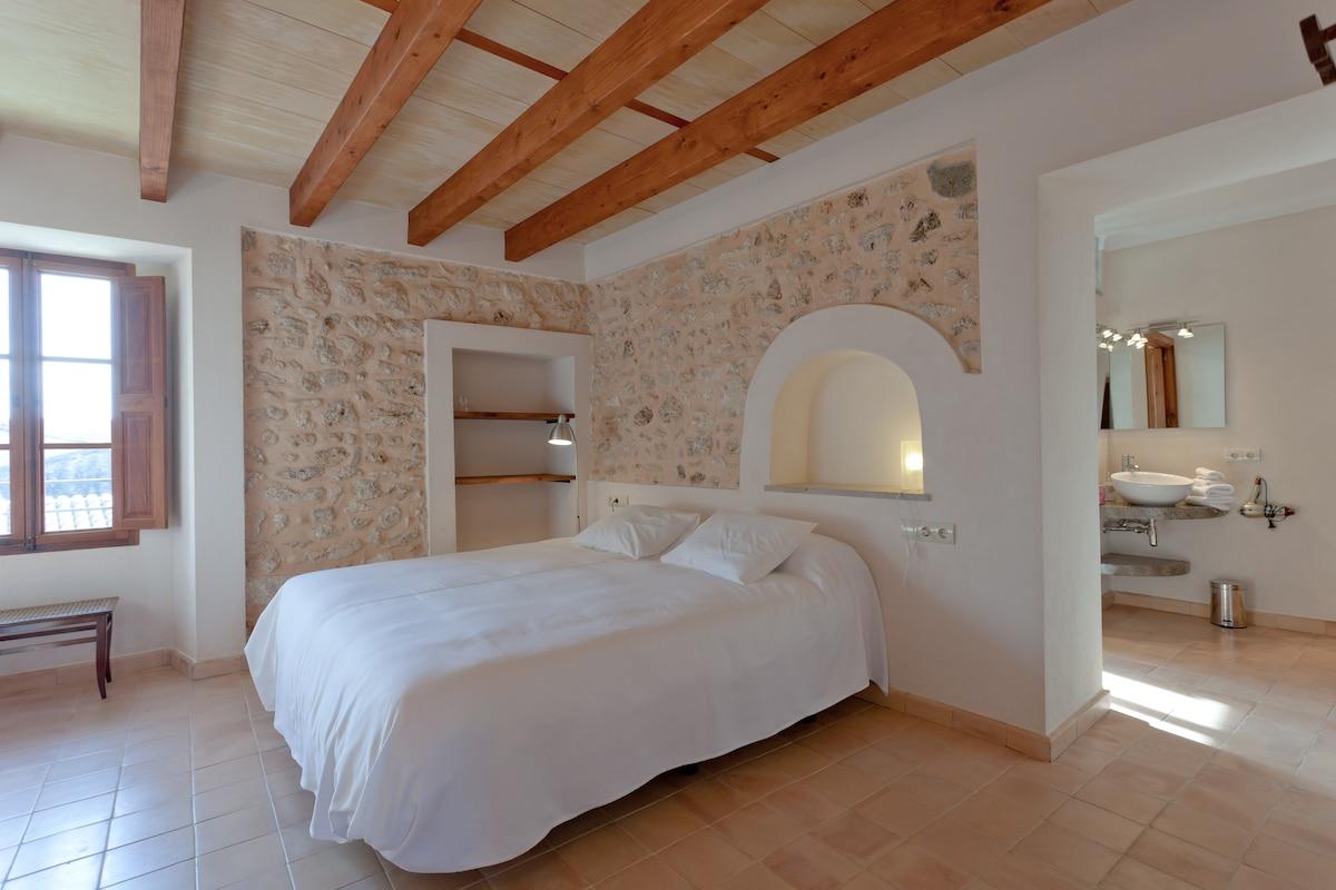 Hotel de la Vila. Room/Light